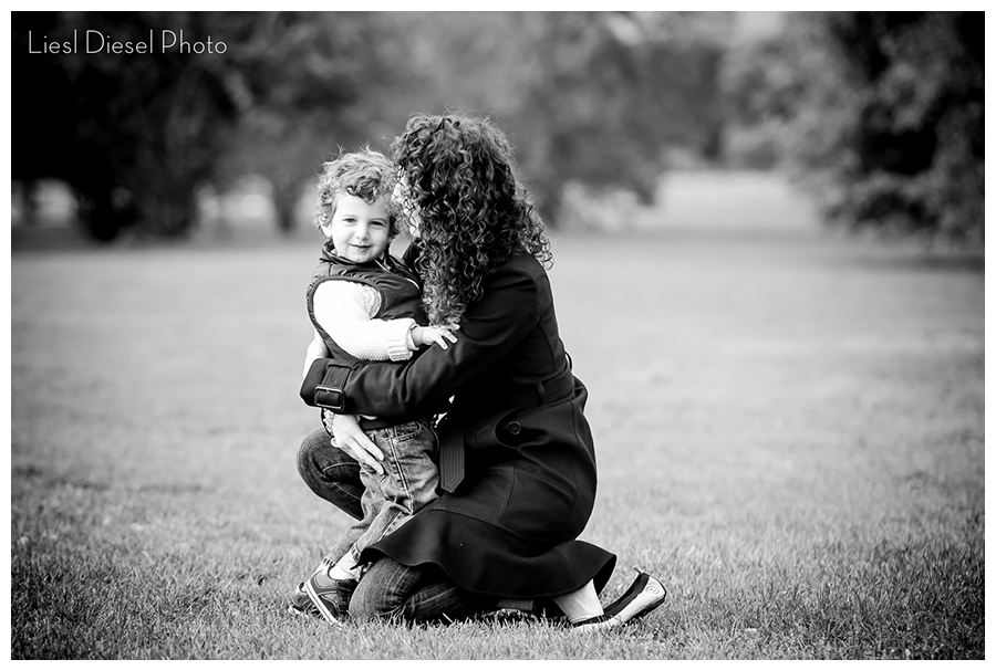 Mothers day portrait son outdoor candid liesl diesel photo los angeles lifestyle photographer black and white